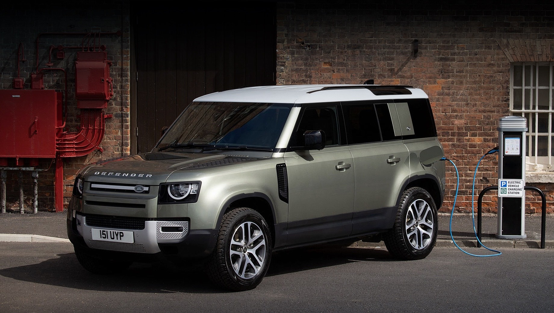 Land Rover Defender обзавёлся новым дизелем и электромотором